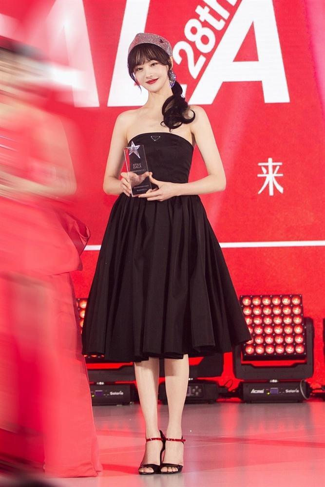 Trịnh Sảng mặc đồ Prada: Khi bị chê phèn, lúc xinh chuẩn nữ thần-8