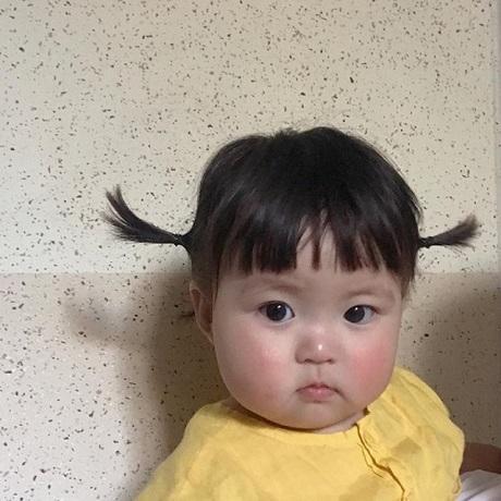 Danh tính không phải dạng vừa bé gái thích ăn vạ khi chụp ảnh cùng bố mẹ-2
