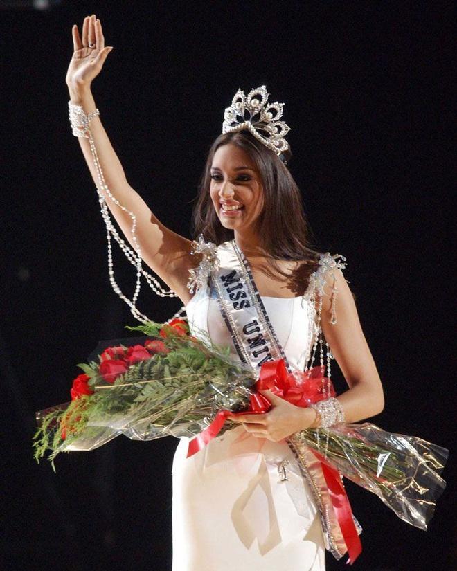 Hoa hậu Hoàn vũ Amelia Vega sinh con thứ 4-3