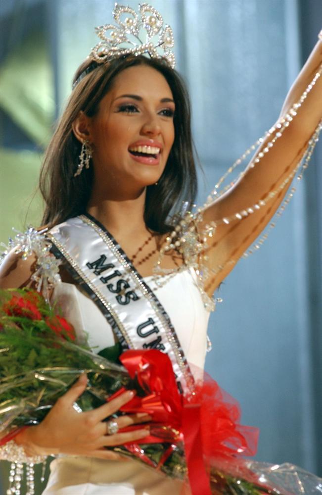 Hoa hậu Hoàn vũ Amelia Vega sinh con thứ 4-4