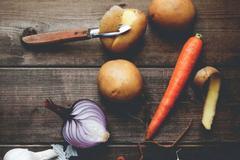 Gọt sạch 5 loại củ quả này trước khi ăn kẻo ngộ độc, nhất là loại thứ 3