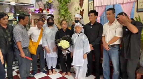 Vợ cũ, vợ mới thất thần trong lễ an táng Vân Quang Long-1
