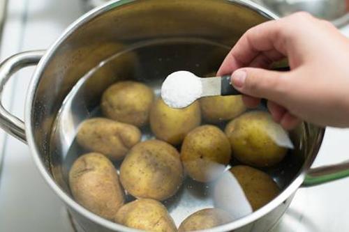 Thích thú với cách thái khoai tây của nhà hàng, bảo sao lại có thể chiên khoai trong nháy mắt-3