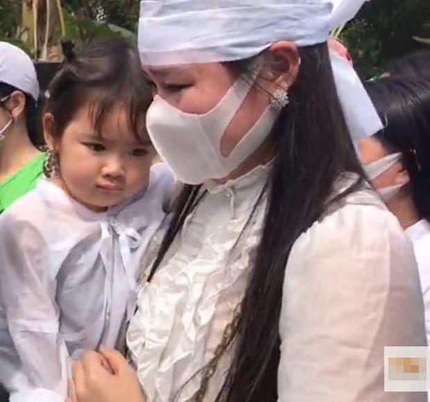 Vợ cũ, vợ mới thất thần trong lễ an táng Vân Quang Long-5