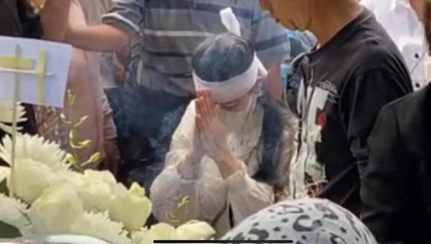 Vợ cũ, vợ mới thất thần trong lễ an táng Vân Quang Long-6