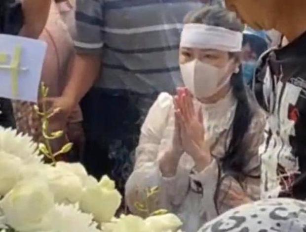 Vợ cũ, vợ mới thất thần trong lễ an táng Vân Quang Long-7
