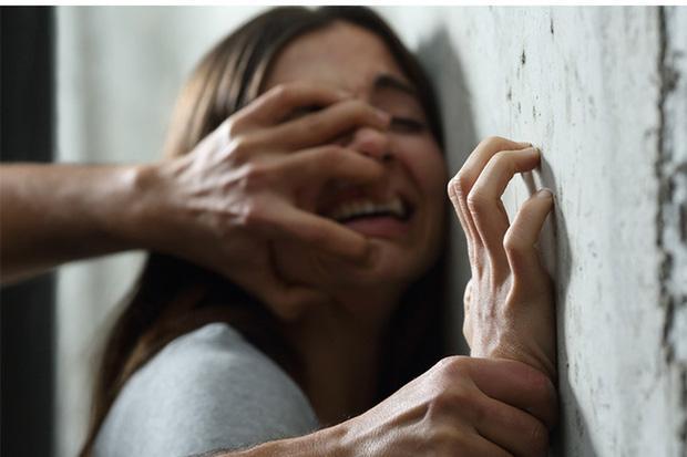 Kinh hãi: Thiếu nữ 17 tuổi bị 38 gã đàn ông quái thú cưỡng hiếp ở nhiều nơi-1