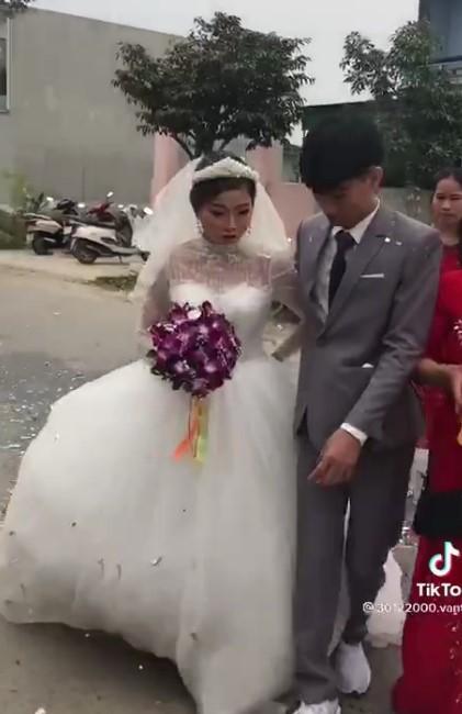 Xôn xao chú rể 2k3 buồn bã trong đám cưới vì bị ép lấy vợ 29 tuổi để gán nợ-2