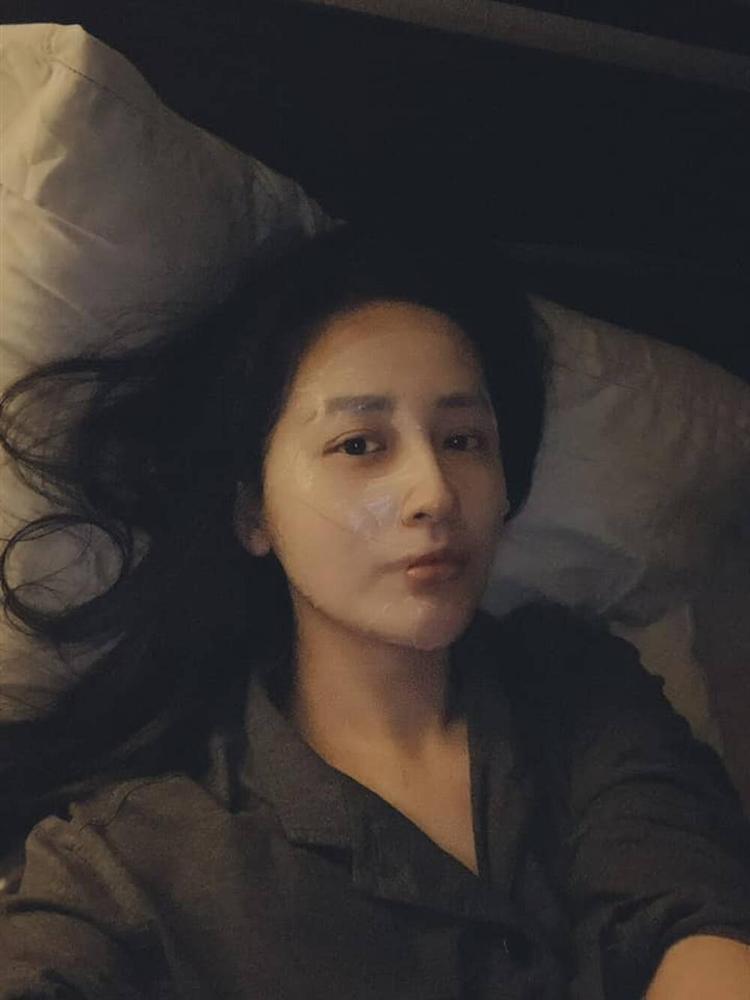 Đăng ảnh than mất ngủ, Mai Phương Thuý khiến ai cũng bất ngờ vì mặt mộc quá xinh đẹp-4
