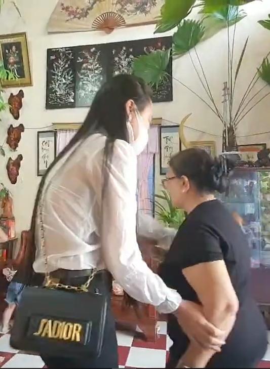 Vợ Vân Quang Long công khai tiền phúng điếu, một lần nữa xin lỗi nhà chồng-4