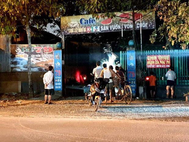 Thanh niên ngáo đá ôm khư khư bình gas, can xăng dọa châm lửa đốt nhà-1
