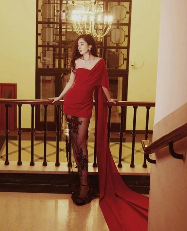 Qua rồi thời kỳ đỉnh cao, thời trang thảm đỏ của Dương Mịch ngày càng tụt dốc-10
