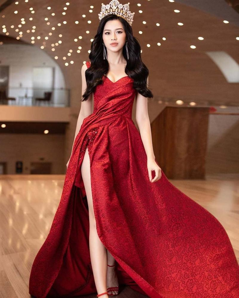 SAO MẶC ĐẸP: Thủy Tiên - Đỗ Mỹ Linh hóa nàng thơ với váy áo tông hồng pastel-2