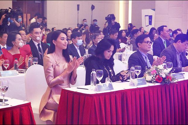 Xuất hiện bên hoa hậu Tiểu Vy, nhan sắc diva Thanh Lam gây chú ý-3