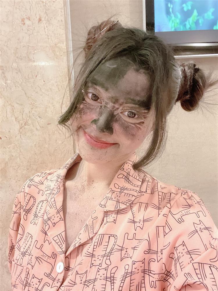 Loạt ảnh dơ khó đỡ của Ninh Dương Lan Ngọc-4