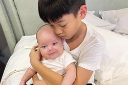 Ngoại hình 2 con trai Hồ Ngọc Hà