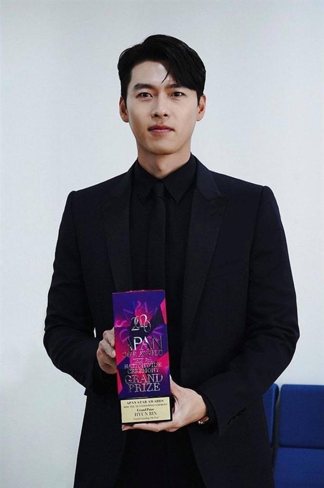 Hyun Bin nhắc tới tình mới Son Ye Jin trên sân khấu trao giải-1