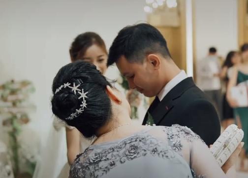 Xôn xao clip chú rể khóc nức nở ở đám cưới, nguyên nhân phía sau gây bất ngờ-3