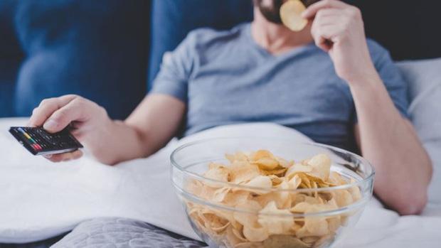 Vì sao chúng ta không nên ăn snack khoai tây mỗi khi xem phim-1