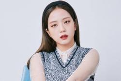 Đụng set đồ siêu trẻ với Jisoo, 'chị gái' 31 tuổi Sooyoung liệu có bị đàn em lấn át?