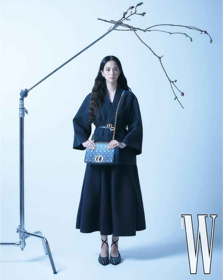 Style sao Hàn tuần qua: BLACKPINK Lisa khoe body bỏng mắt, diện áo phông sương sương chục triệu-8