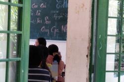 Nhà trường tổ chức họp phụ huynh, một dòng chữ trên bảng khiến cha mẹ 'khóc thét'