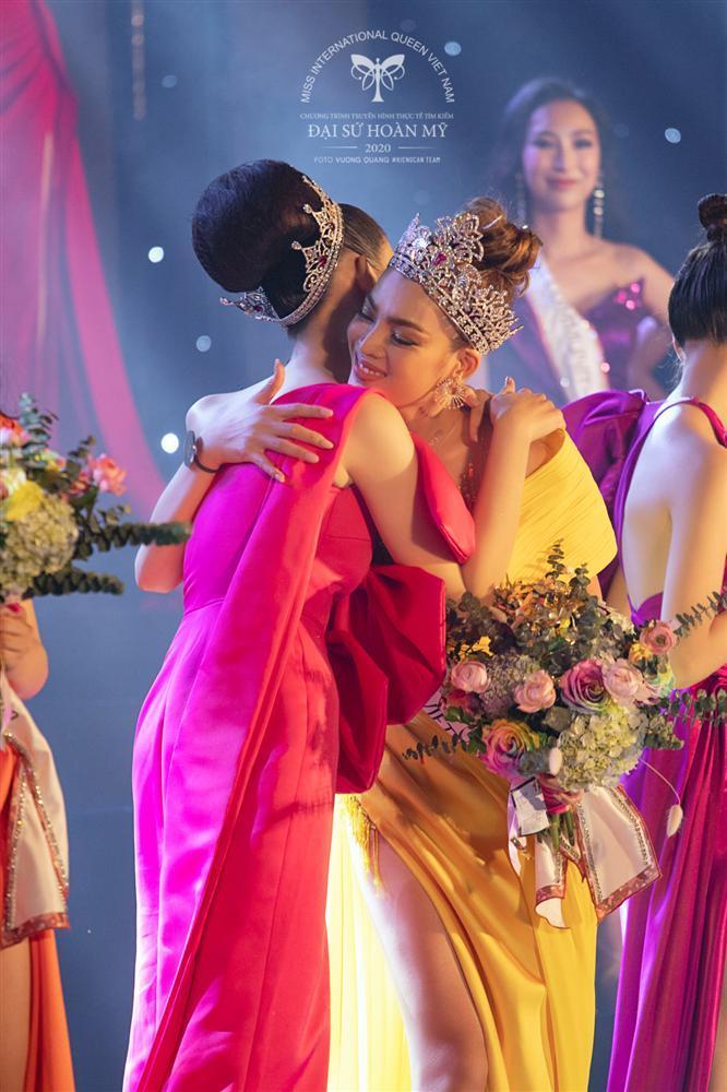 Phùng Trương Trân Đài đăng quang Hoa hậu Chuyển giới Việt Nam 2020-4