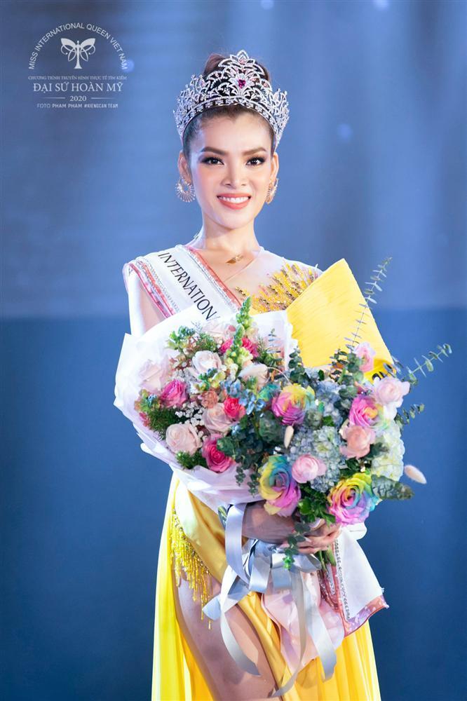 Phùng Trương Trân Đài đăng quang Hoa hậu Chuyển giới Việt Nam 2020-5