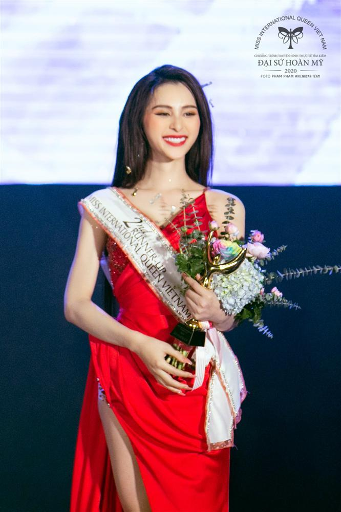 Phùng Trương Trân Đài đăng quang Hoa hậu Chuyển giới Việt Nam 2020-12