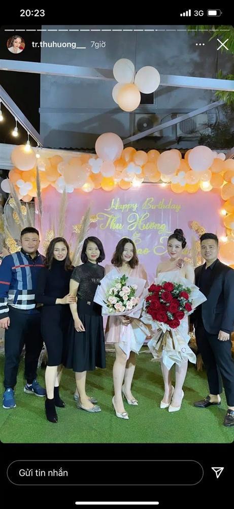 Cô dâu Nam Định tổ chức tiệc trong lâu đài, nhan sắc gái 1 con gây chú ý-1