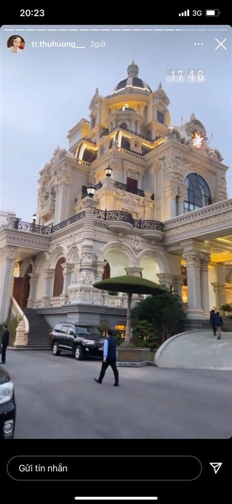 Cô dâu Nam Định tổ chức tiệc trong lâu đài, nhan sắc gái 1 con gây chú ý-4