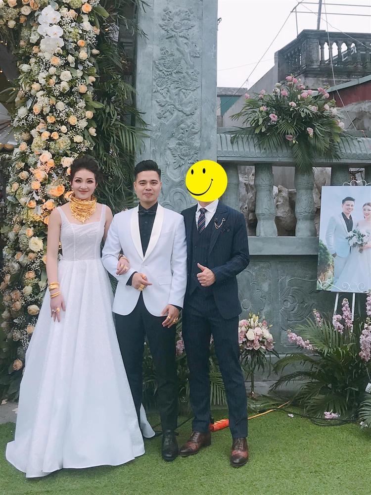 Cô dâu Nam Định tổ chức tiệc trong lâu đài, nhan sắc gái 1 con gây chú ý-6