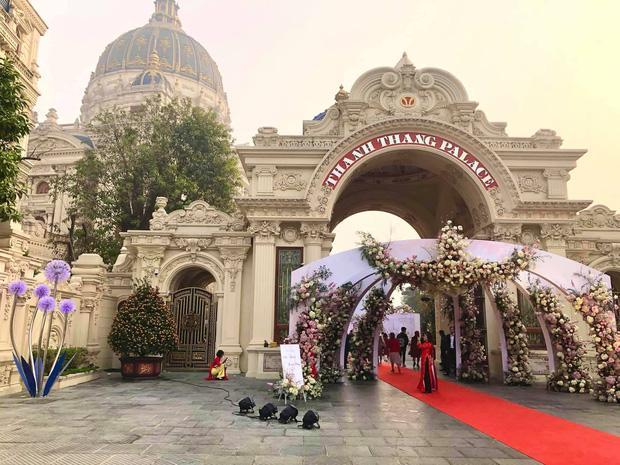 Không gian, thực đơn đám cưới khủng trong lâu đài dát vàng ở Ninh Bình-2