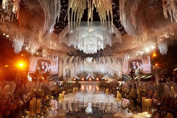 Không gian, thực đơn đám cưới khủng trong lâu đài dát vàng ở Ninh Bình-4