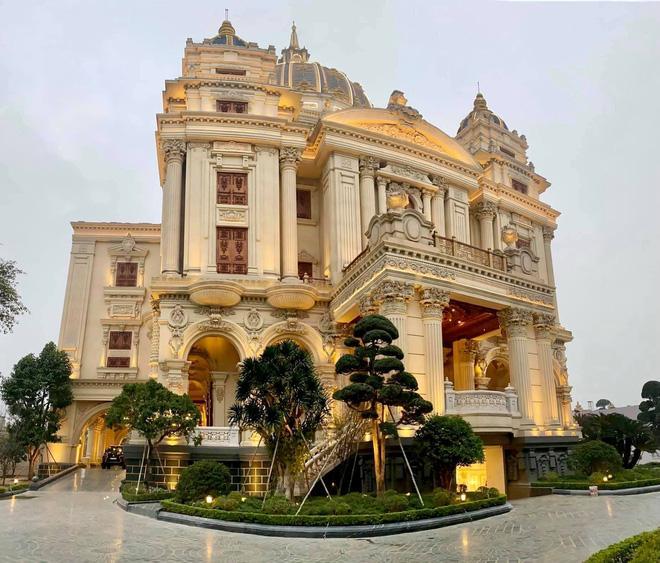 Xỉu ngang xỉu dọc lâu đài dát vàng ở Ninh Bình: Xây thô 400 tỷ, riêng cổng 40 tỷ-12