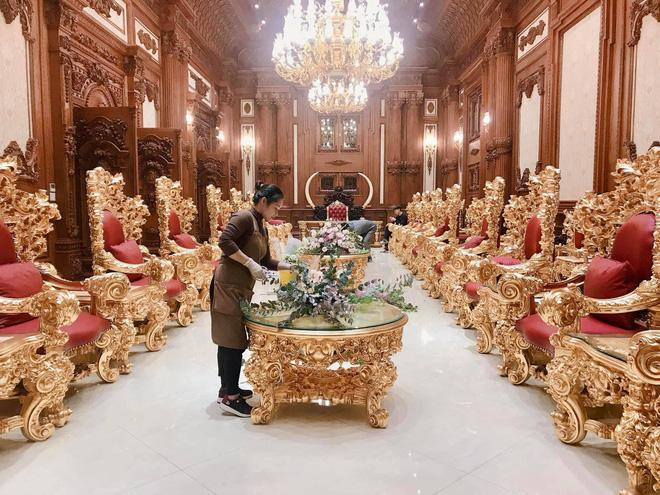 Xỉu ngang xỉu dọc lâu đài dát vàng ở Ninh Bình: Xây thô 400 tỷ, riêng cổng 40 tỷ-10