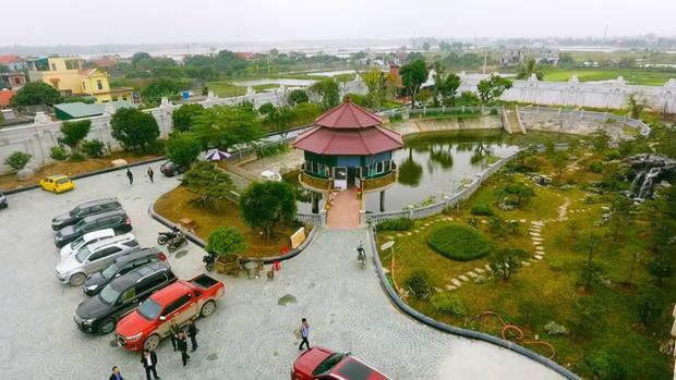 Xỉu ngang xỉu dọc lâu đài dát vàng ở Ninh Bình: Xây thô 400 tỷ, riêng cổng 40 tỷ-4