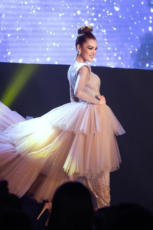 Màn catwalk lột váy của tân Hoa hậu chuyển giới Trân Đài bị bóc học lỏm Á hậu người Mexico-2
