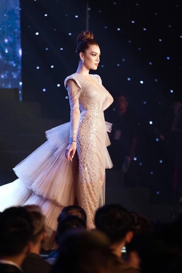 Màn catwalk lột váy của tân Hoa hậu chuyển giới Trân Đài bị bóc học lỏm Á hậu người Mexico-5
