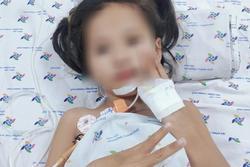Bé gái ở Cà Mau rối loạn thần kinh hiếm gặp, mất khả năng đi lại, nói chuyện ú ớ