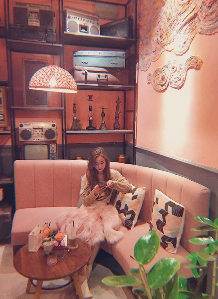 Đầu xuân ngọt ngào với 3 quán cafe tone hồng đốn tim hội bánh bèo ở Hà Nội-4