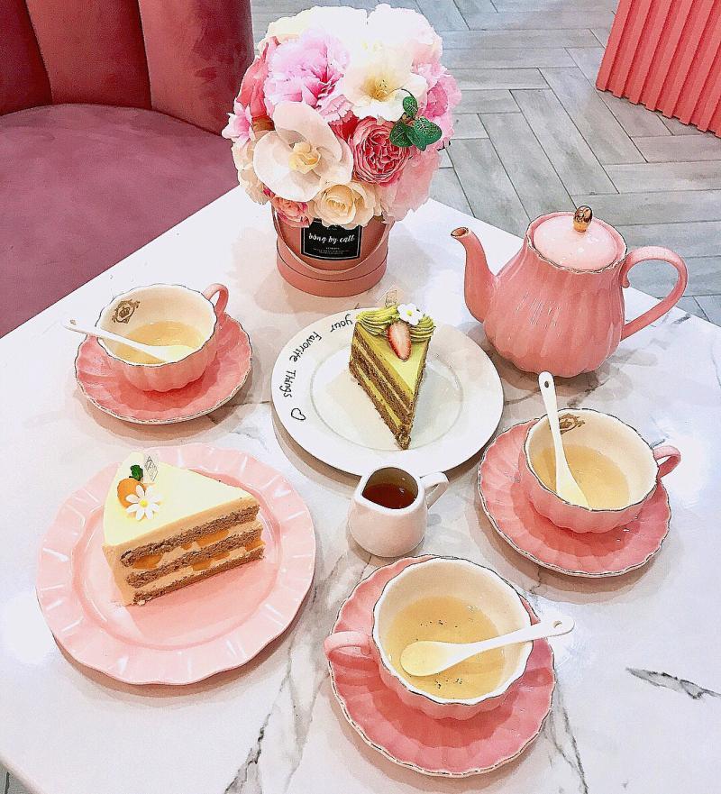 Đầu xuân ngọt ngào với 3 quán cafe tone hồng đốn tim hội bánh bèo ở Hà Nội-9
