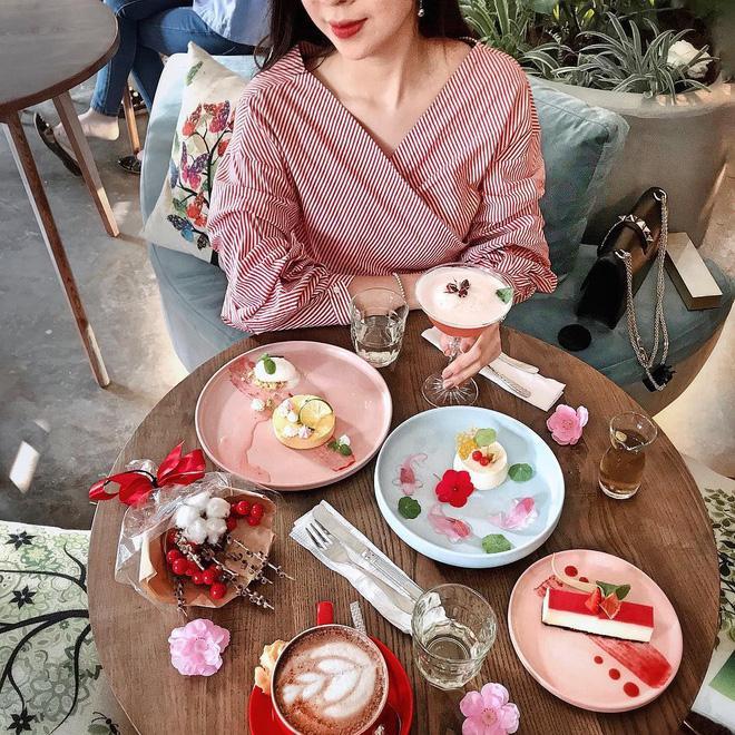 Đầu xuân ngọt ngào với 3 quán cafe tone hồng đốn tim hội bánh bèo ở Hà Nội-12