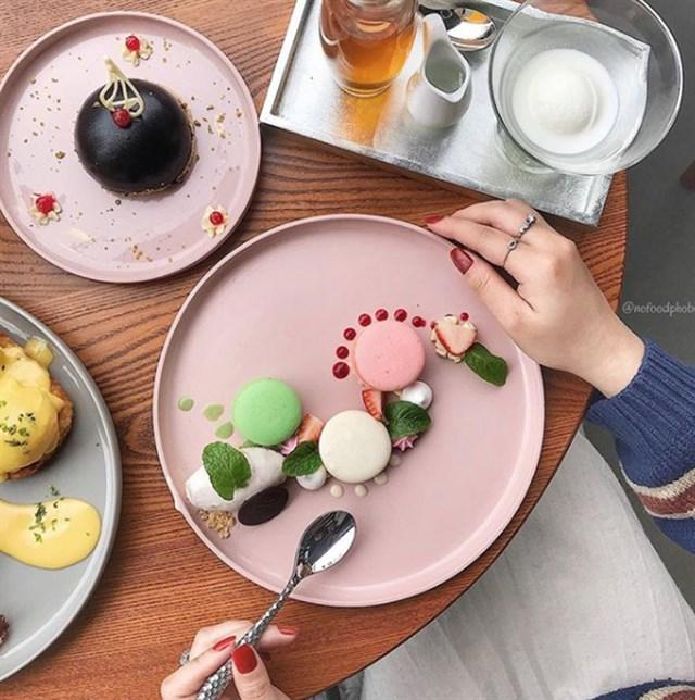 Đầu xuân ngọt ngào với 3 quán cafe tone hồng đốn tim hội bánh bèo ở Hà Nội-13