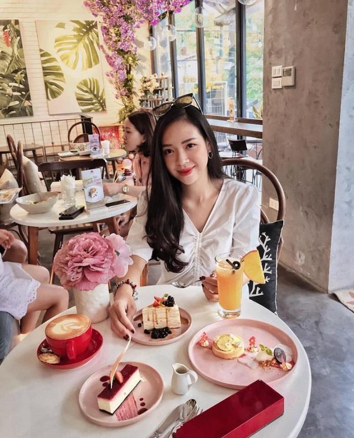 Đầu xuân ngọt ngào với 3 quán cafe tone hồng đốn tim hội bánh bèo ở Hà Nội-11