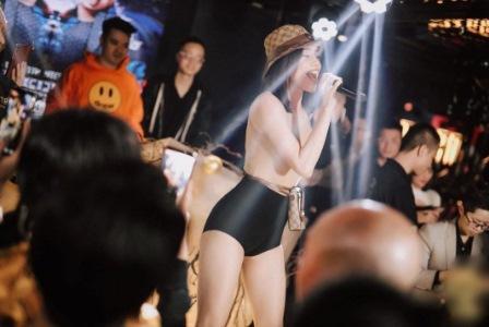 Hồ Ngọc Hà diện bodysuit khoe dáng chuẩn chỉnh khi diễn ở bar-1