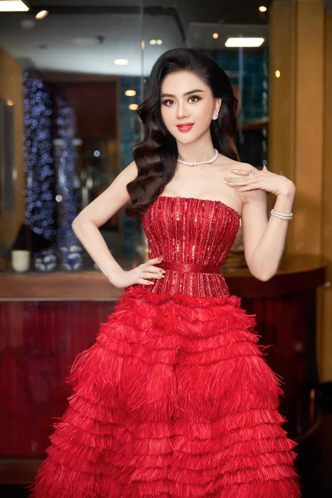 Cao 1m55, Hòa Minzy vẫn cân đẹp khi đụng hàng Ngọc Trinh - Lâm Khánh Chi-7