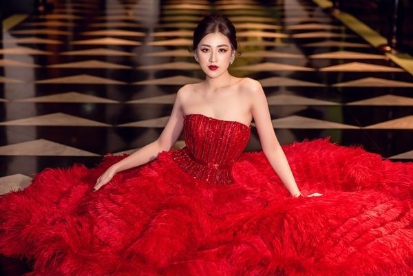 Cao 1m55, Hòa Minzy vẫn cân đẹp khi đụng hàng Ngọc Trinh - Lâm Khánh Chi-11