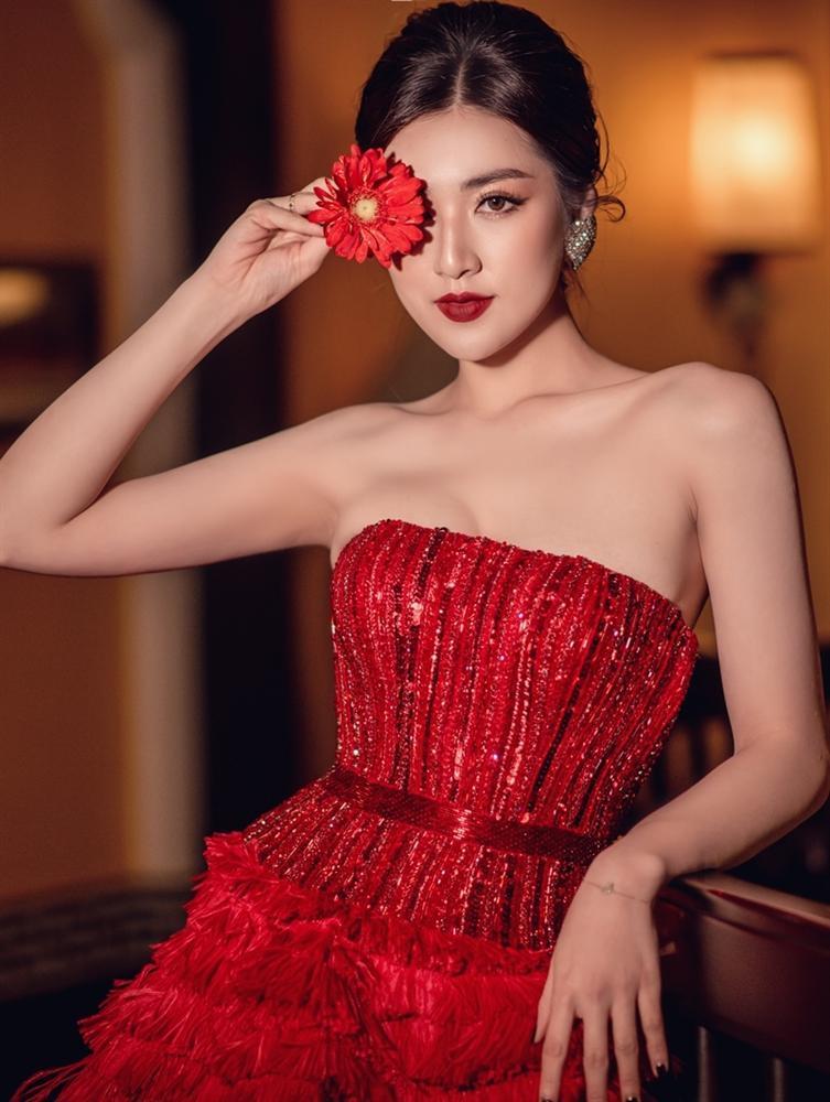 Cao 1m55, Hòa Minzy vẫn cân đẹp khi đụng hàng Ngọc Trinh - Lâm Khánh Chi-12