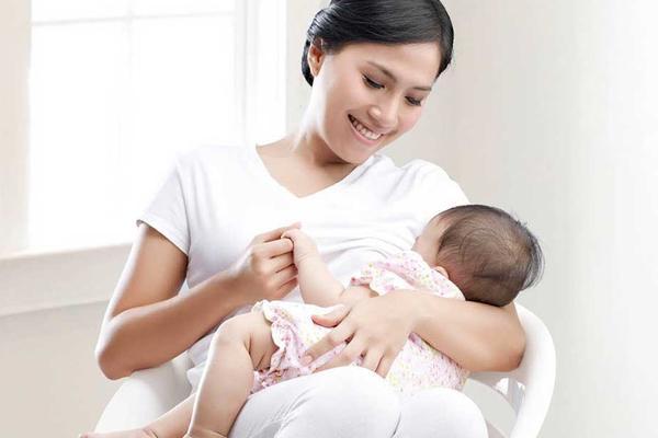 Thưởng tiền hoặc hiện vật cho phụ nữ sinh đủ 2 con trước 35 tuổi ở 21 tỉnh, thành-1